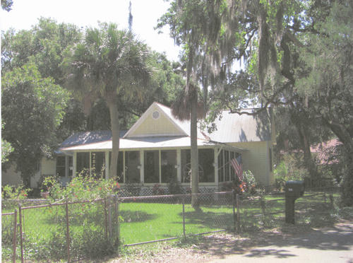 This photograph shows the Goethe house in 2008. The house was built in 1884 by a relative of Johann Wolfgang von Goethe, the German writer.  Its address is 1326 Riverside Avenue.